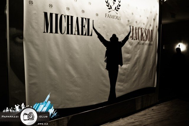 """You not alone"" Michael Jackson @ Famous"